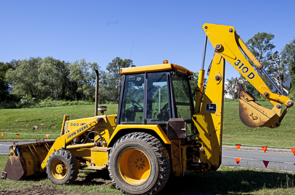 gerakan backhoe loader